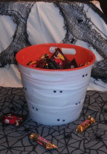 DIY: Adorable Mummy Candy Bucket!